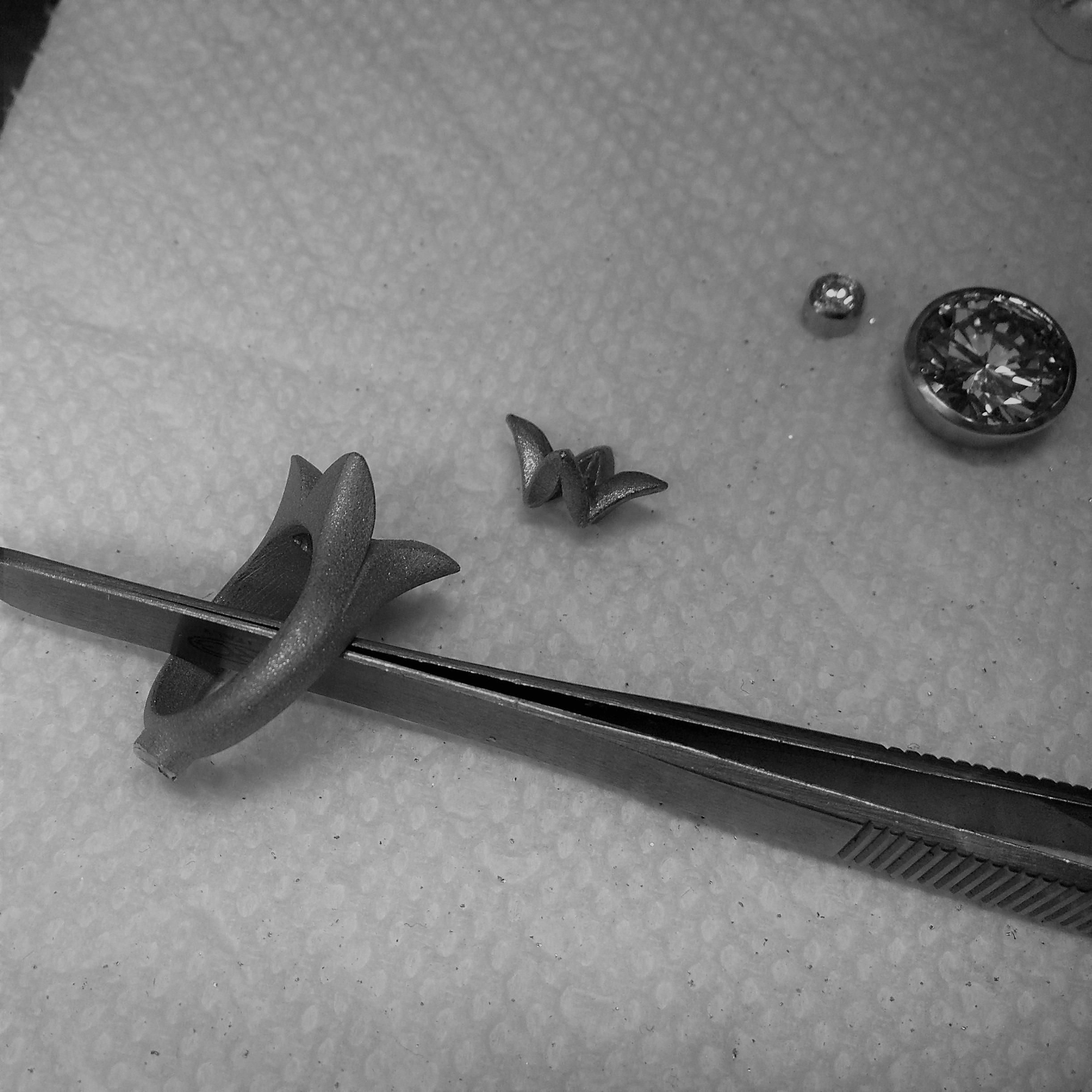 Caroline Savoie Joaillerie Confection Bague Alliance Tulipe Noire Fait à la main Mariage (1-3)