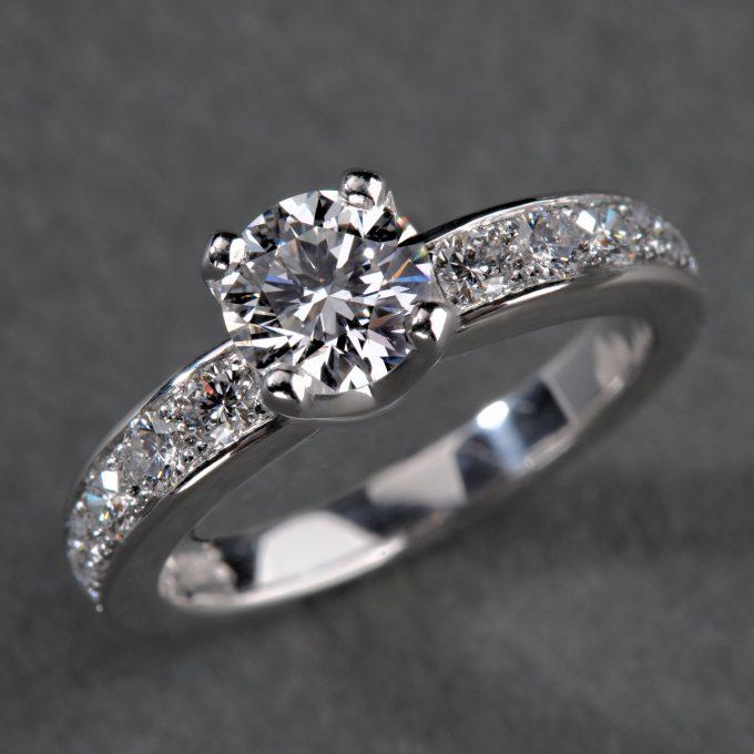 Caroline Savoie Joaillerie Alliance Diamants Bague Or Blanc Mariage Eclats Bijoux Faits Main Montreal Wedding Ring Diamonds White Gold Handmade (1)