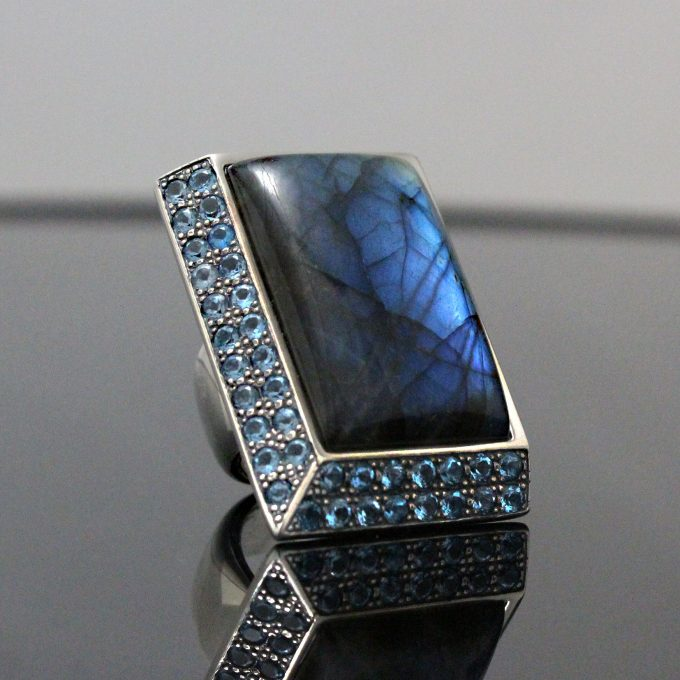 Caroline Savoie Joaillerie Bague Prisme Bleu Labradorite Bijoux Faits Main Montreal Handmade Jewellery Unisex (1)