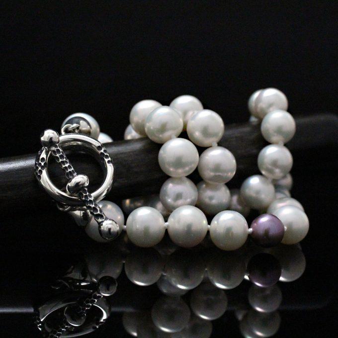 Caroline Savoie Joaillerie Collier Perles Jaguar Blanches Kasumiga Bijoux Faits Main Montreal Handmade Jewelry Pearls Necklace (1)
