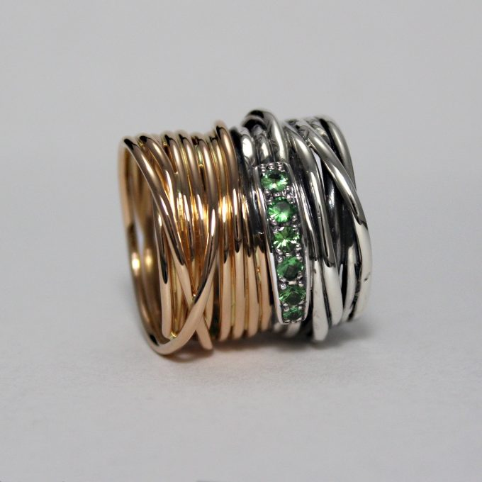 Caroline Savoie Joaillerie Bague Imperiale Or Rose Tsavorites Bijoux Faits Main Quebec Montreal Handmade Jewelry Rose Gold Ring Green Joaillier (1)