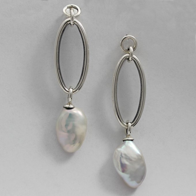 Caroline Savoie Joaillerie Boucles D'oreilles Perles Oves Blanches Bijoux Fait Main Quebec Montreal Handmade Jewelry White Pearl Earrings Joaillier Quebecois (2)