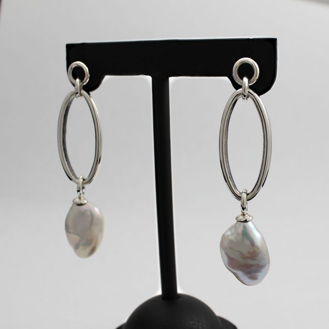 Caroline Savoie Joaillerie Boucles D'oreilles Perles Oves Blanches Bijoux Fait Main Quebec Montreal Handmade Jewelry White Pearl Earrings Joaillier Quebecois (5)