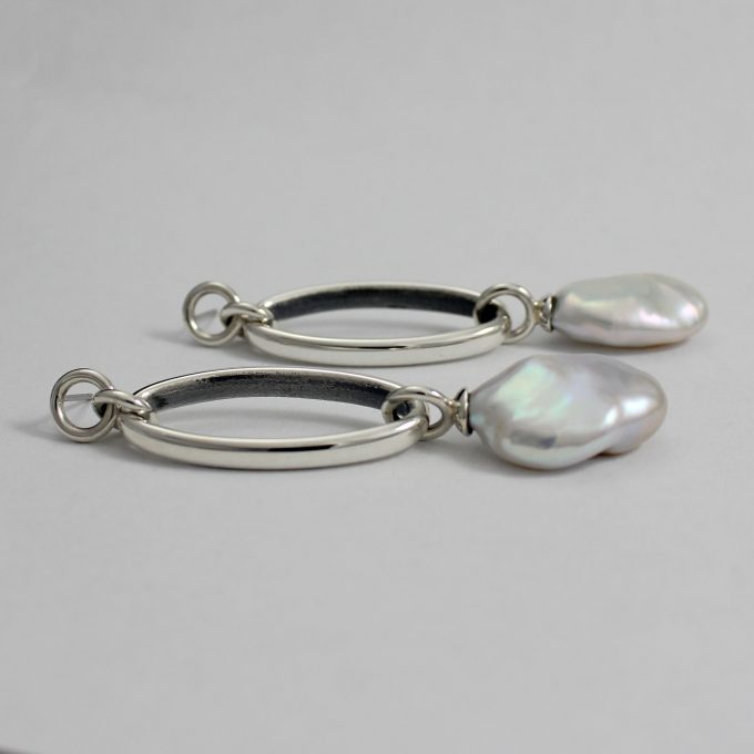 Caroline Savoie Joaillerie Boucles D'oreilles Perles Oves Blanches Bijoux Fait Main Quebec Montreal Handmade Jewelry White Pearl Earrings Joaillier Quebecois (6)